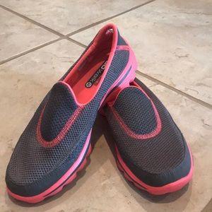 Sketchers Go Walk shoes